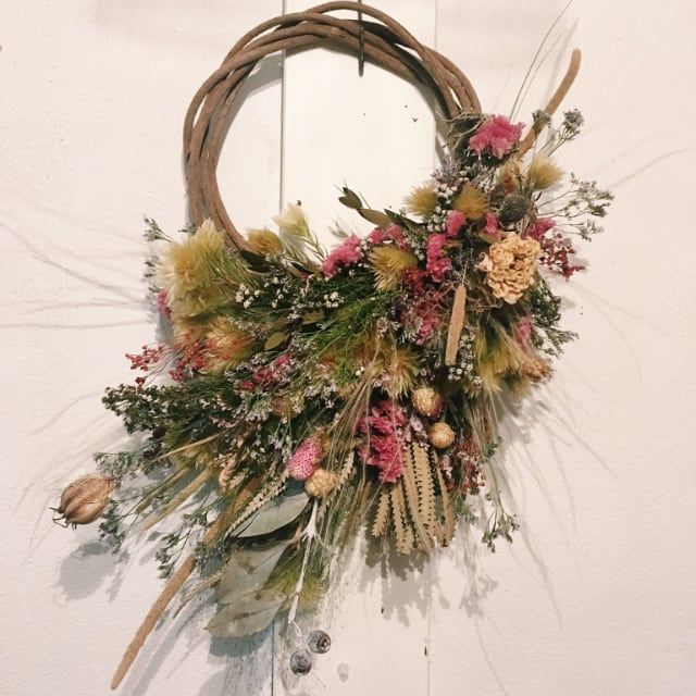 Rie wild vine wreath